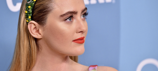 Kathryn Newton comparece ao Costume Designers Guild Awards